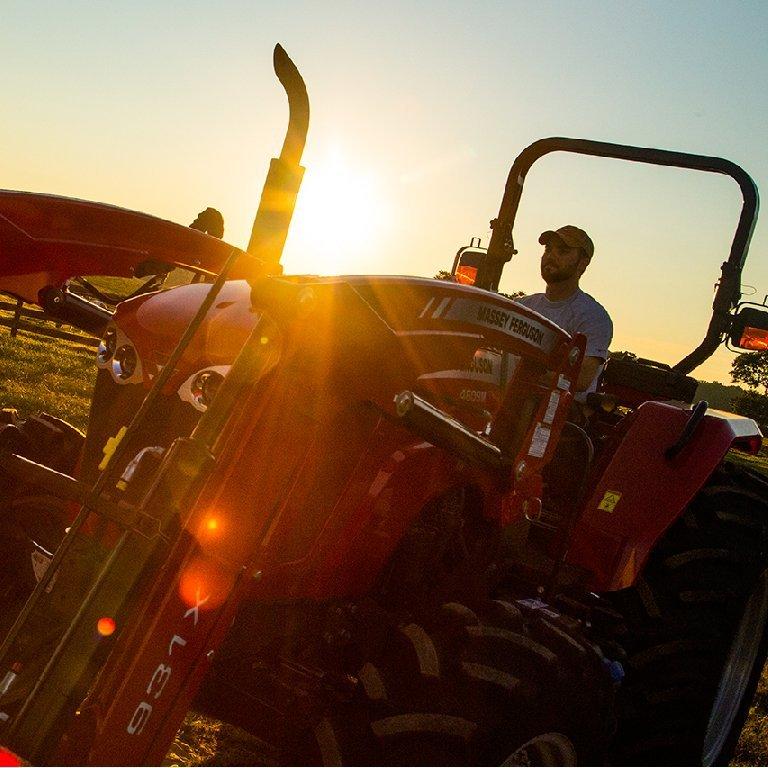 Massey Ferguson 4600M Series Tractors Picture