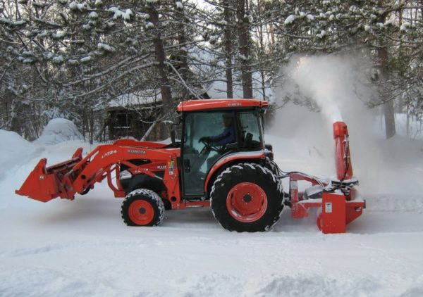 Picture of Pull type snow blower